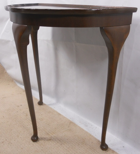 Small Walnut Console Table In Antique Queen Anne Style